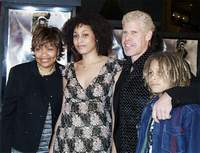 Рон Перлман с семьей